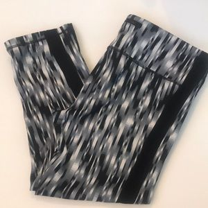 Gap Fit Workout cropped calf length pants Size M